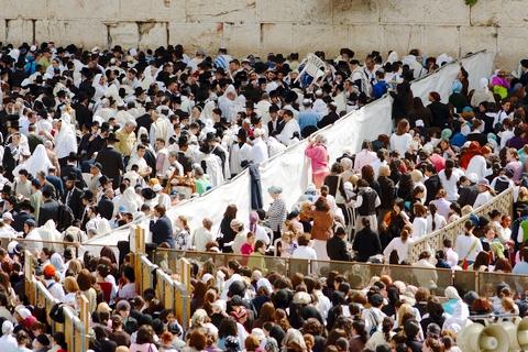 passover-wall-men-women