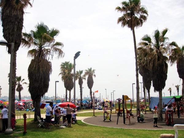 Charles Clore Park on Yom Haatzmaut