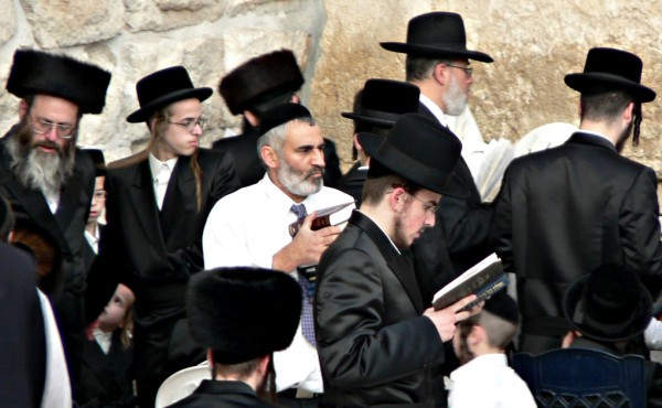 Western-wall-prayer-Hasidic-ultra Orthodox