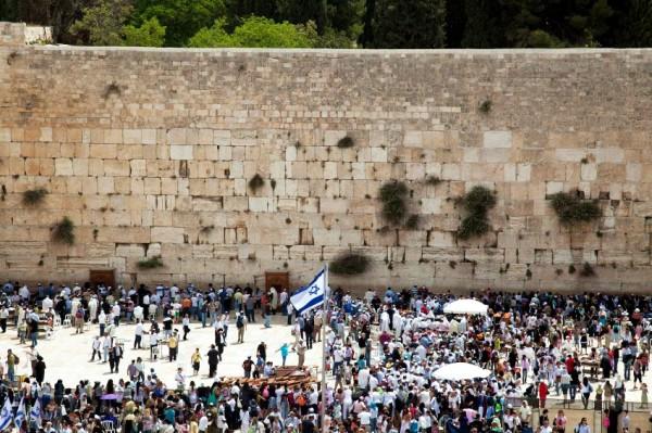 Kotel-Western Wall-Israel flag-crowds