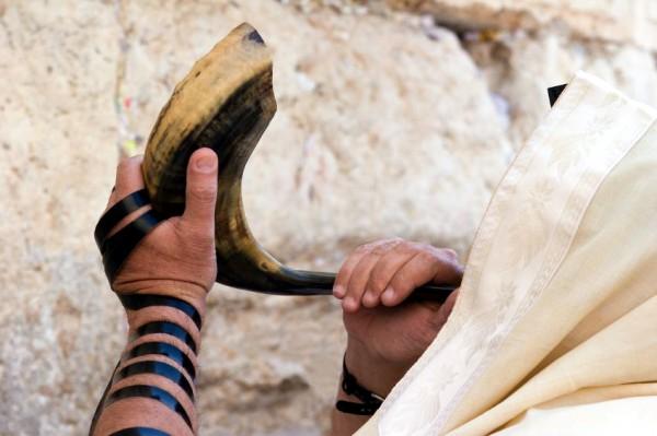 Jewish man-sounded-shofar-tefillin