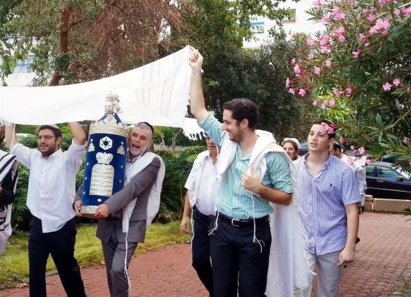 Torah-Synagogue-Simchat Torah-Tel Aviv
