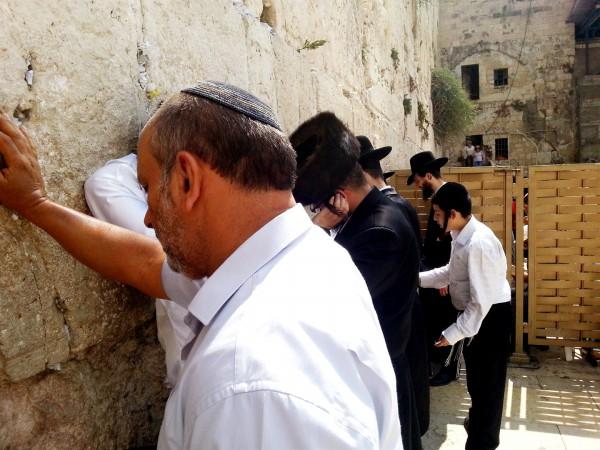 prayer-Kotel-head-coverings