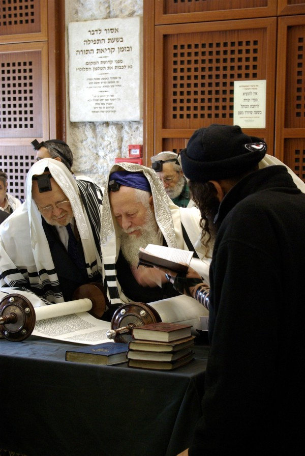 Jerusalem-Western Wall-reading-Torah scroll
