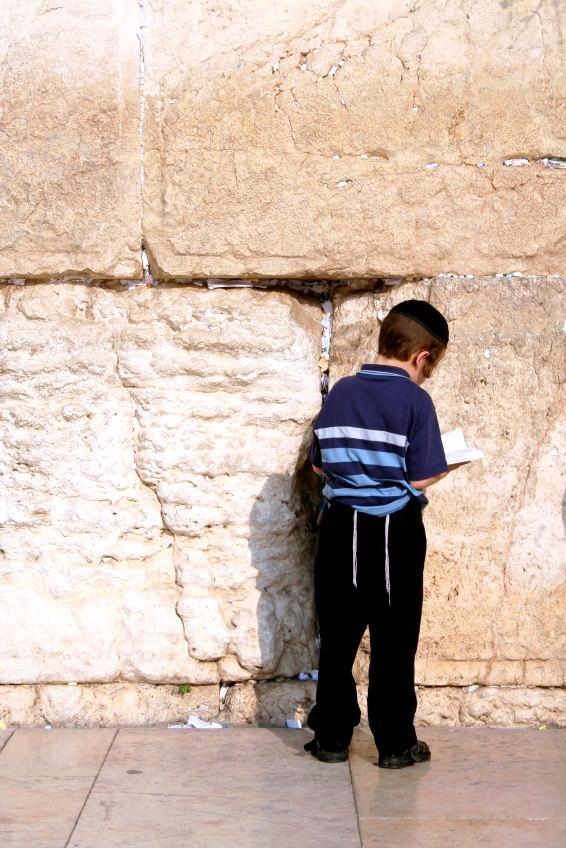 lad-siddur-wall