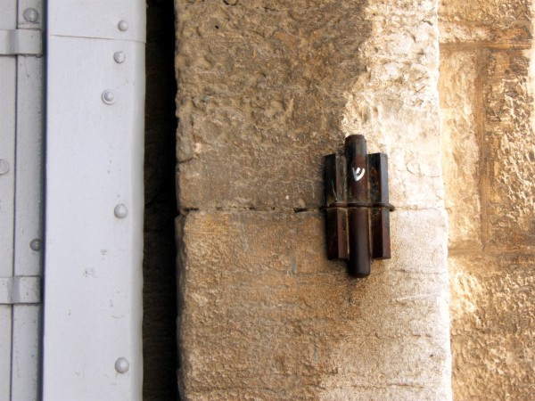 Mezuzah attached at the Jaffa Gate in Jerusalem & Do You Know What the Message of the Mezuzah Is? | Messianic Bible