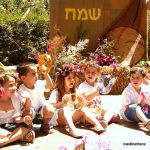 Shavuot, Simcha, Israeli children