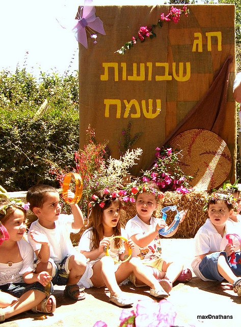 Shavuot, Simcha, Israeli children