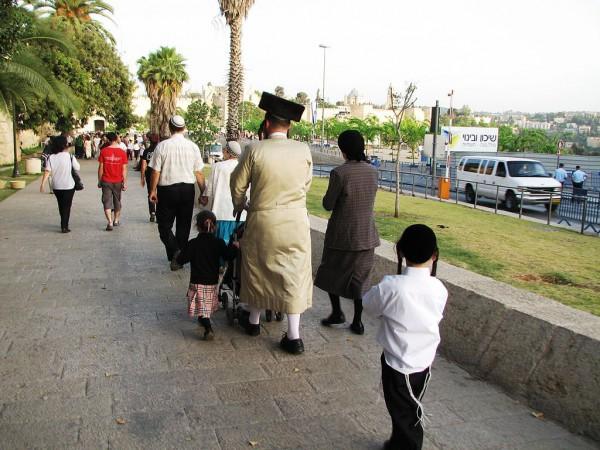 family-synagogue-Shabbat-Jerusalem