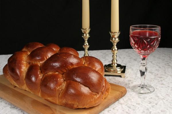 Shabbat-Candles-Challah-Wine-Table