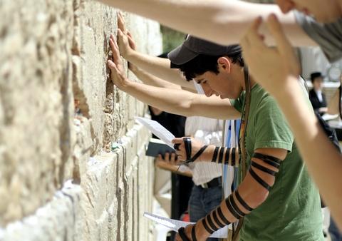 American-Pray-Western Wailing Wall