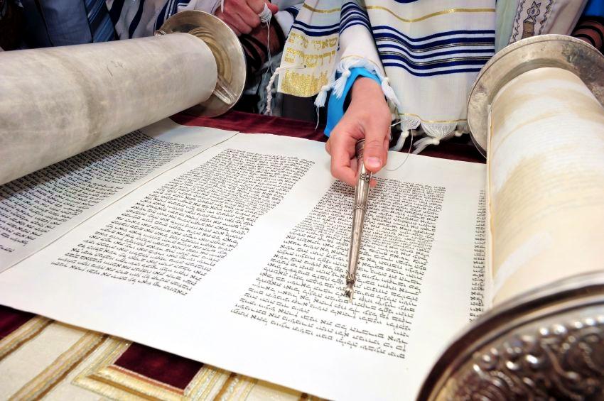silver-Torah-yad