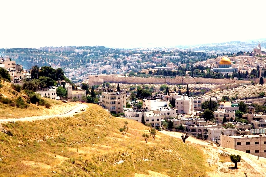 path-hill-outside-Old-City-Jerusalem-Temple-Mount-view