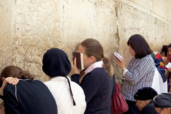 women-kotel-prayer