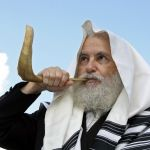 Rabbi blowing shofar