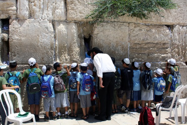 Kids-Pray-Western Wall-Kotel
