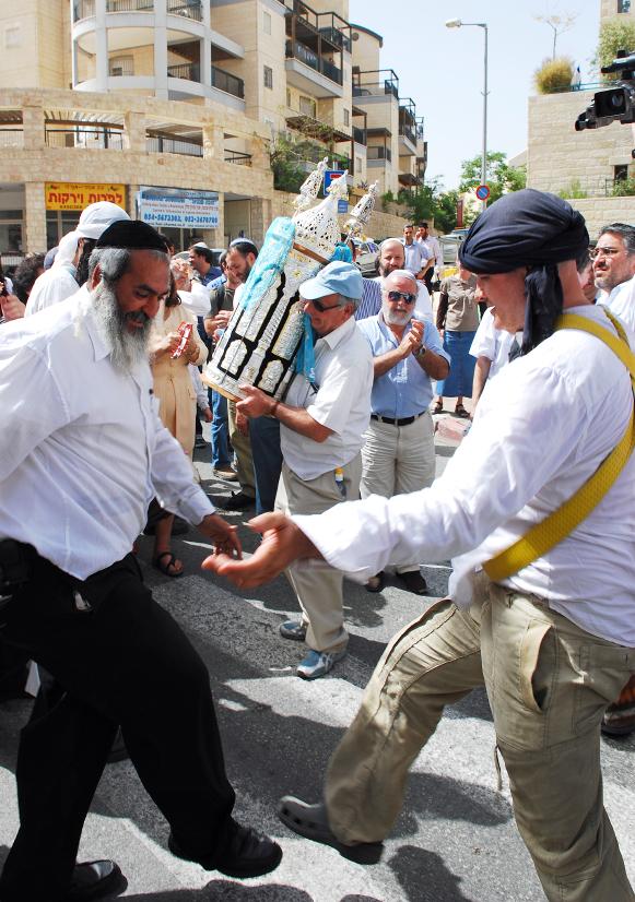 Har Homa-new synagogue-Torah-scroll