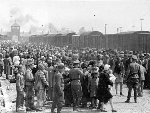 Birkenau-selection-Jewish ramp-Auschwitz