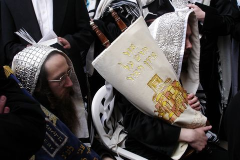 Orthodox men-Torah-scrolls