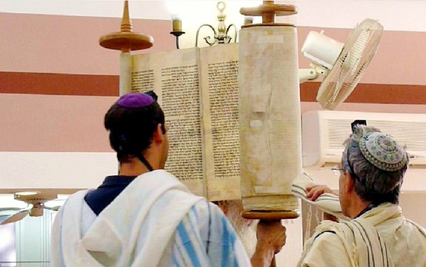 lifting-Torah