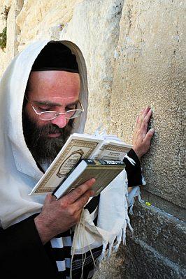 Orthodox Jewish man-prays-siddur
