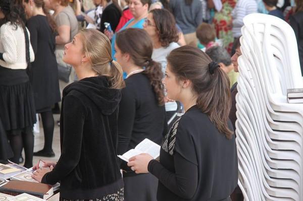 Girls_Israel_prayer_Kotel