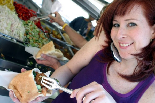 Israel-cellphone-woman-falafel
