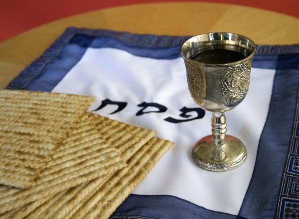 Pesach-wine-matzah