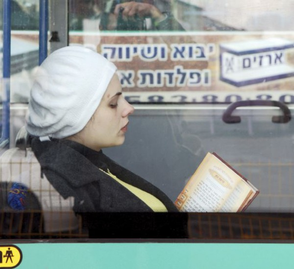 Jewish-woman-bus-Israel