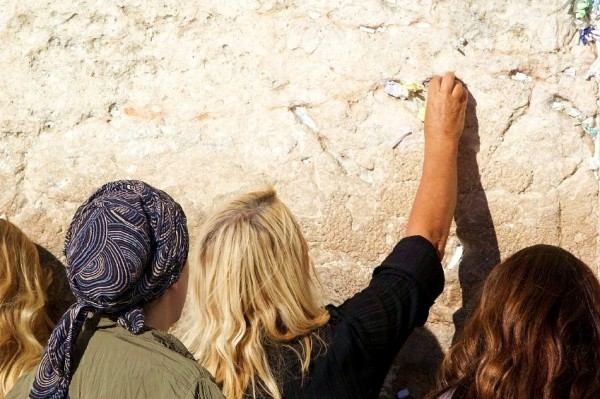 Kotel-women-prayer