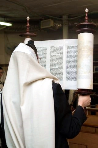 Hagbah-Torah-Scroll