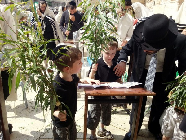 children-Sukkot-four-kinds-arba-minim