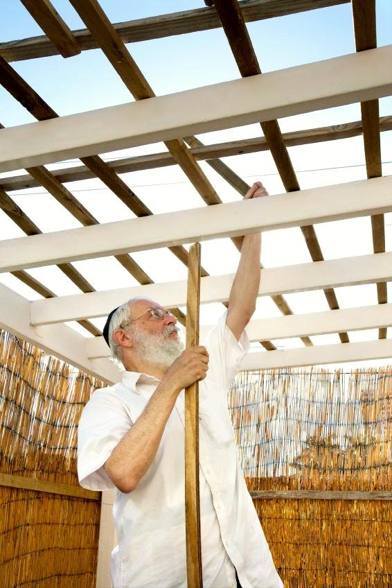 building-sukkah