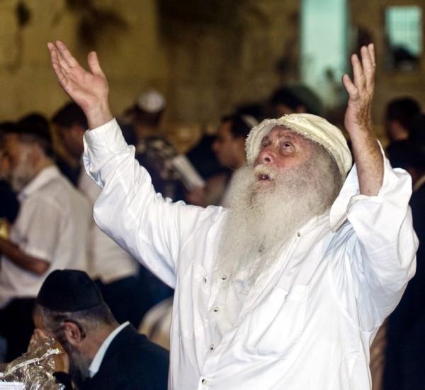 A Jewish man prays at the Western Wall on Yom Kippur.