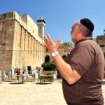 480-Hebron_Patriarchs_Cave_prayer