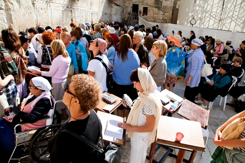 Kotel-Western-Wall-women-Jewish-prayer