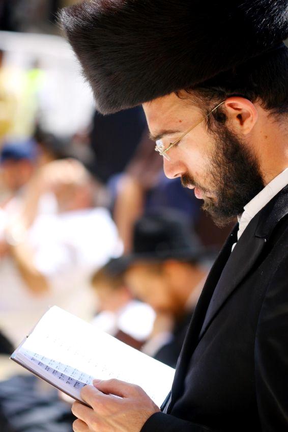 shtreimel-Chassidic-Hassidic-prayer