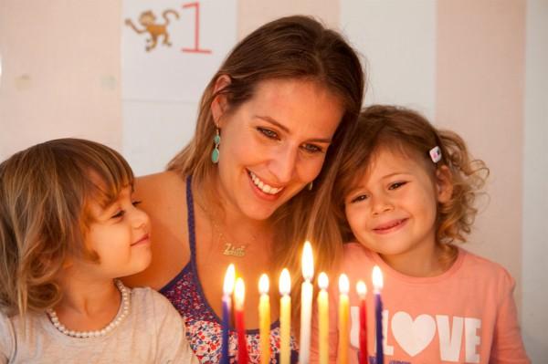 Chanukah-hanukkah-hanukiah-menorah-lights