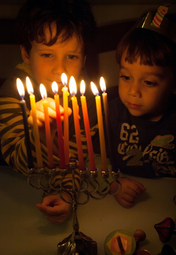 Bambini-light-hanukkah-menorah