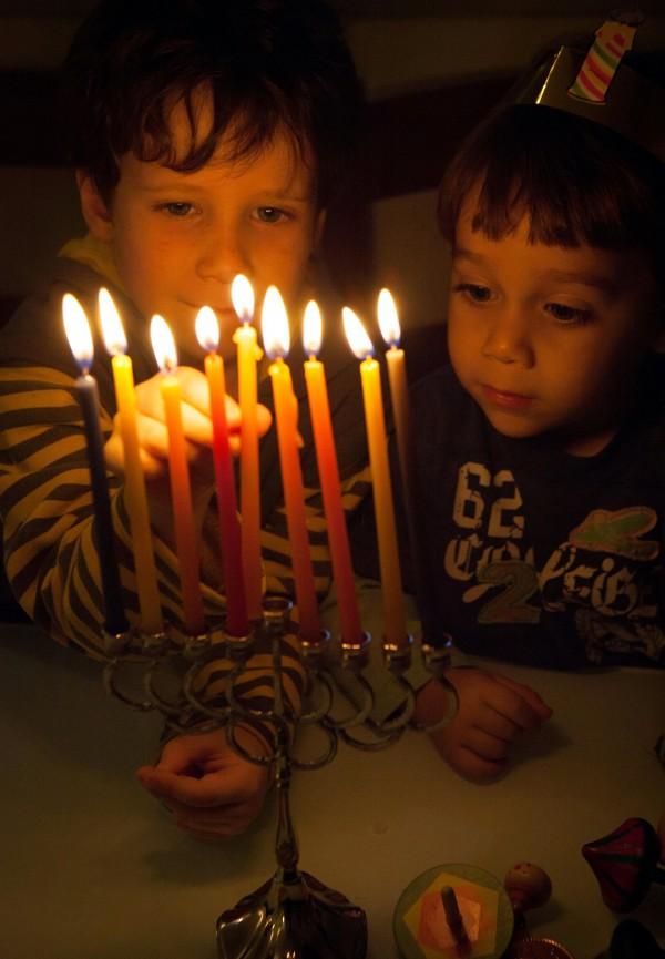Children-light-hanukkah-menorah