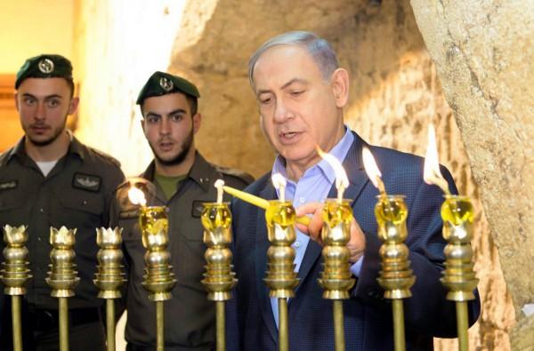 Netanyahu-Chanukah-hanukkiah-occidentali di muro Kotel
