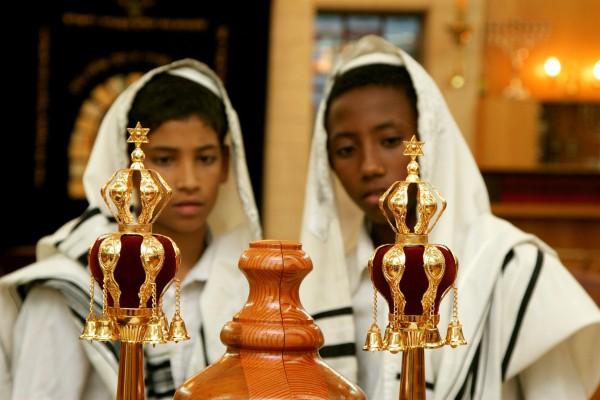 Torah scroll_finials_rimmon_bar mitzvah_tallit