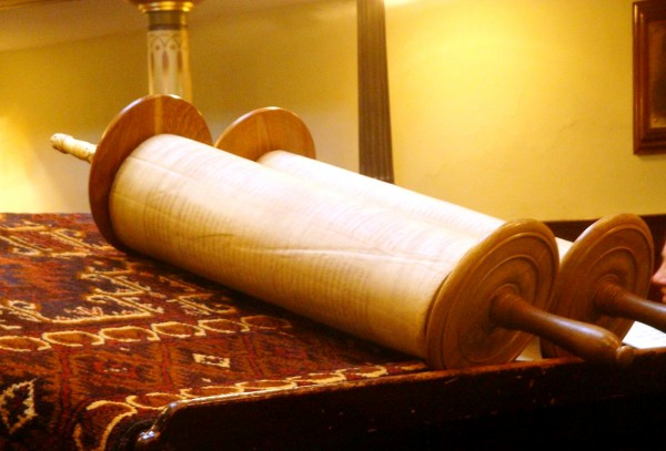 Torah_scroll_Lawrie_Cate_Five libri di Mosè