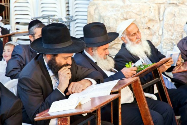 Chasidic-Jewish-Men-Jerusalem-Sukkot