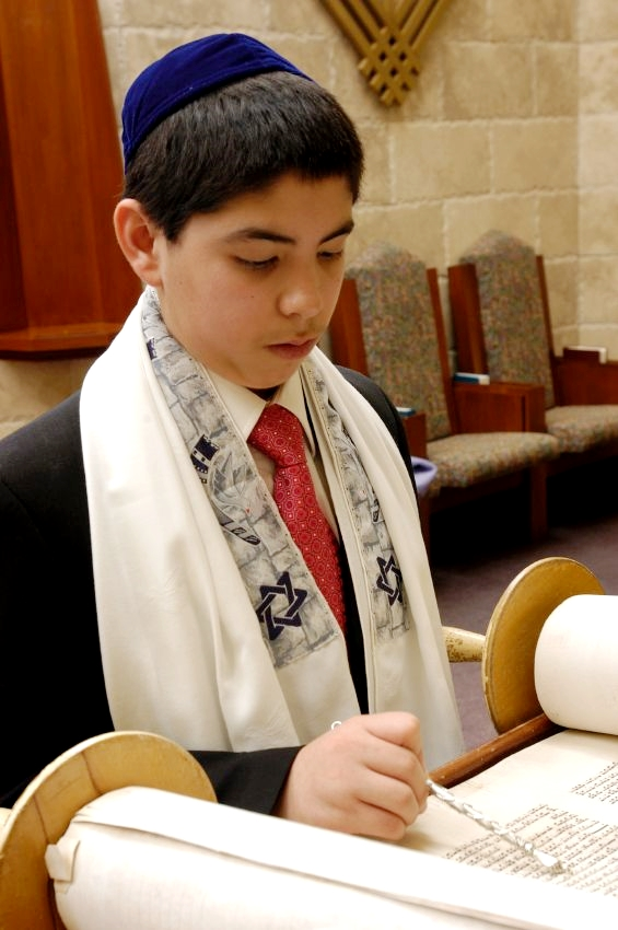 bar-mitzvah-boy-Torah-scroll-Yad