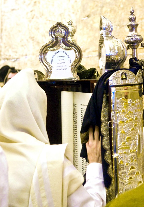 Torah Scroll reading synagogue