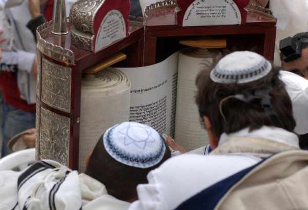 Reading the Torah-tik