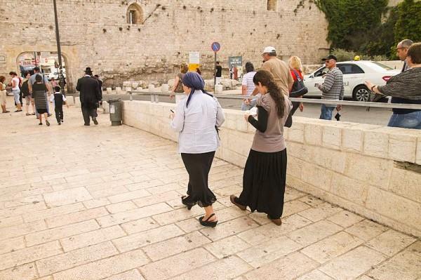 Orthodox women mother daughter Jerusalem