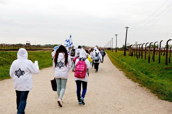 Israelis visit Auschwitz