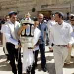 Carrying the Torah at the Western Wall